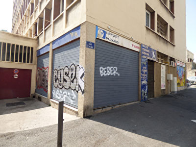 A VENDRE Local commercial 53m2 13005